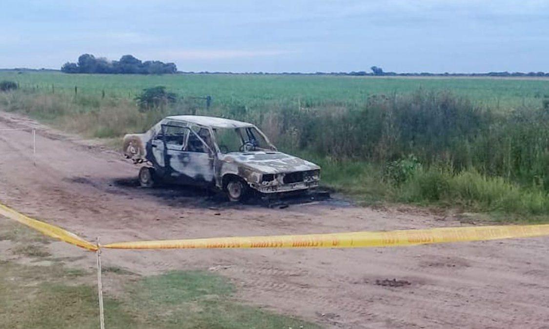 El auto se quemó a pocos metros de la Ruta 1