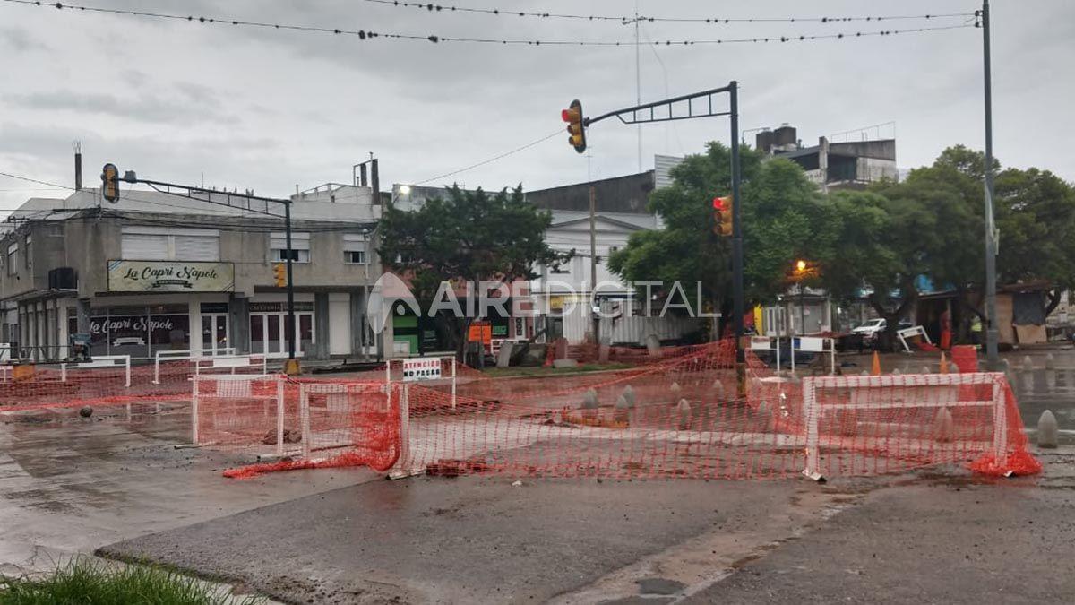 Comerciantes reclaman por la obra de la rotonda de Avenida Freyre y Bulevar que no avanza.