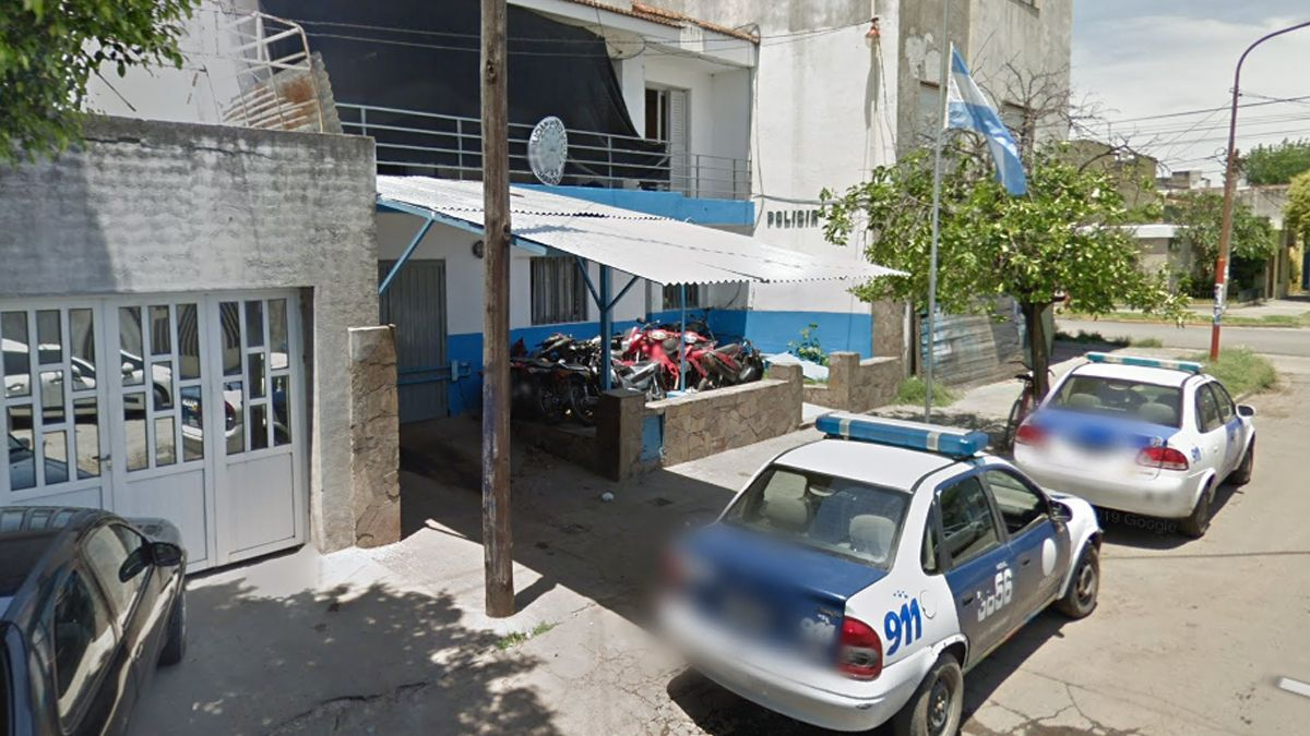 Por llevar la bala en la recámara, un policía hirió a un joven