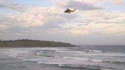 buscan a un joven argentino que desaparecio en una playa australiana