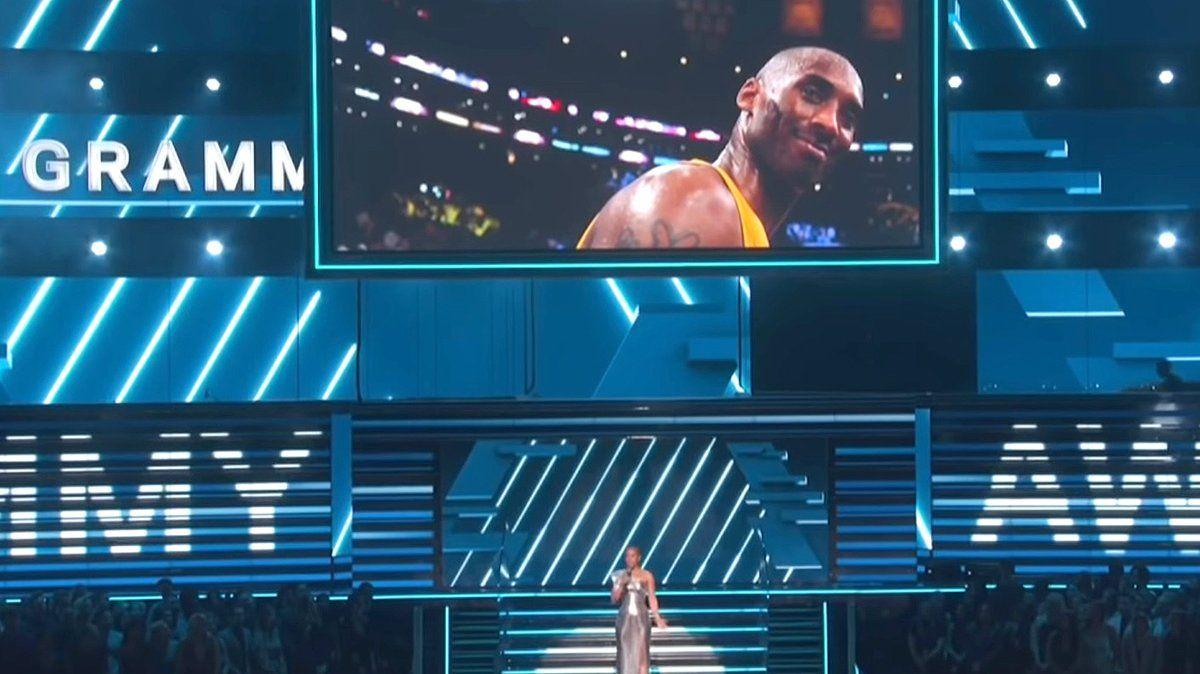 Homenaje a Kobe Bryant en los Premios Grammy 2020.