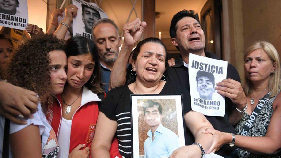 Los padres de Fernando Báez Sosa, el joven asesinado a golpes por rugbiers en Villa Gesell.