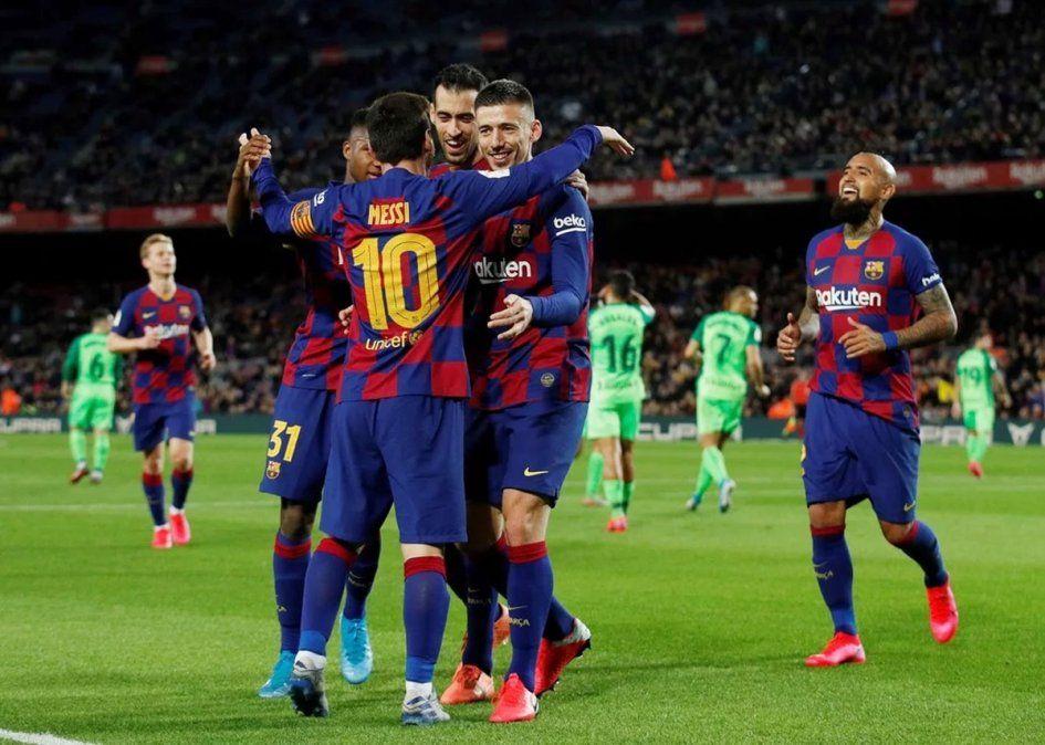 Barcelona, con dos de Messi, goleó y se clasificó a cuartos de final