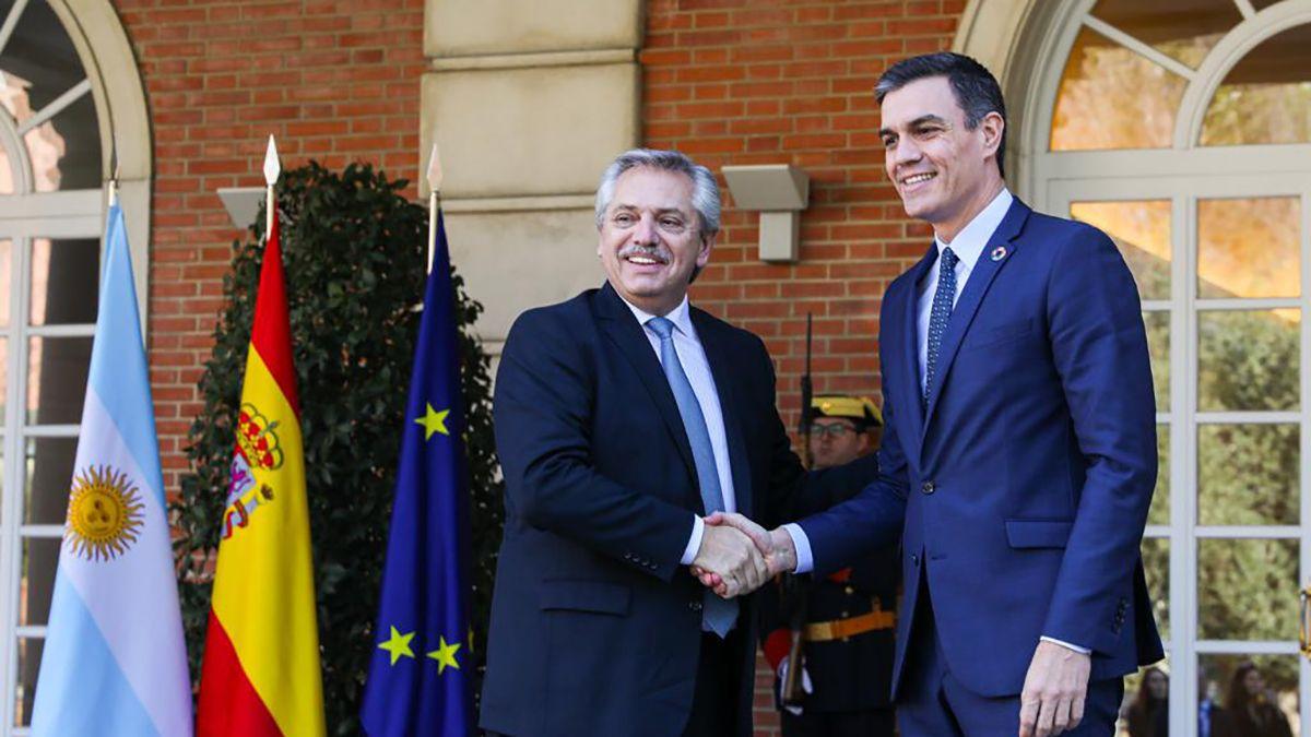 El presidente Alberto Fernández reunido con el presidente del Gobierno español