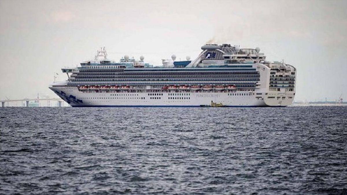 Coronavirus: 13 casos positivos en dos cruceros con 5.500 personas a bordo en Japón y Hong Kong