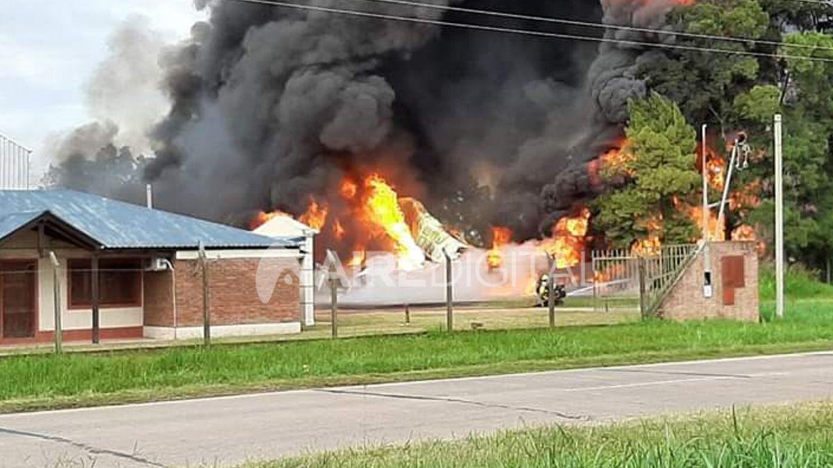 Se incendió un galpón cerca de Recreo: una persona fallecida y tres heridos