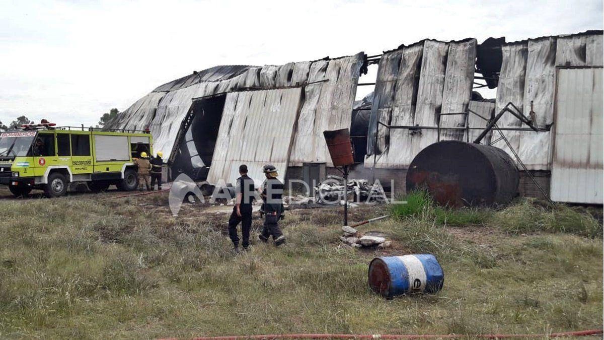 Así quedó el galpón de la empresa Wenten luego del incendio de ayer.