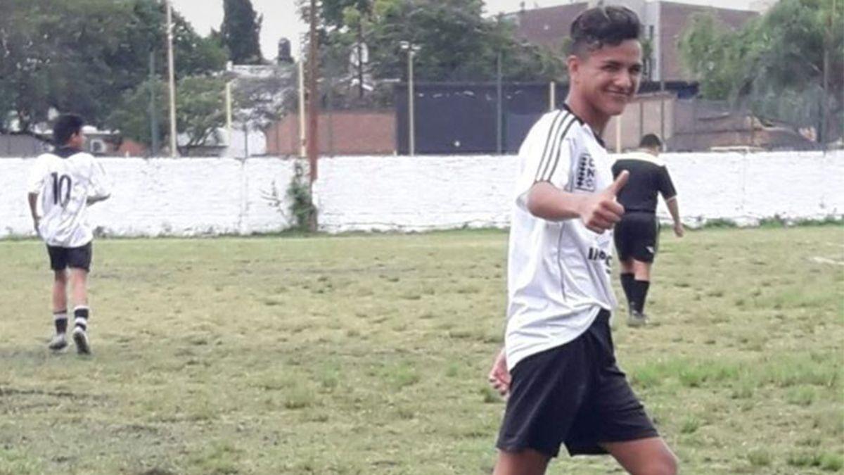 Tobías jugaba al fútbol en el Club Nacional