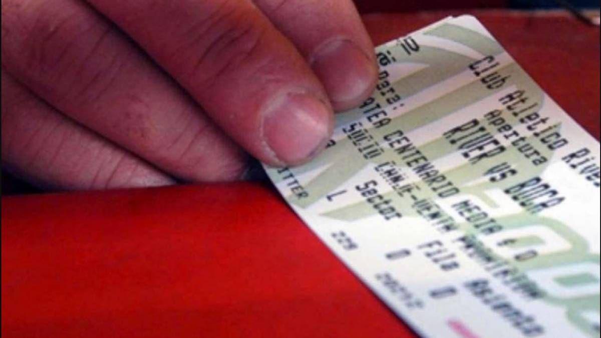 Golpe al bolsillo: aumentaron los precios de las entradas en el fútbol argentino