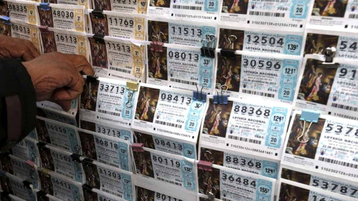 Ganó la lotería dos veces en un año tras comprar el boleto en la misma agencia