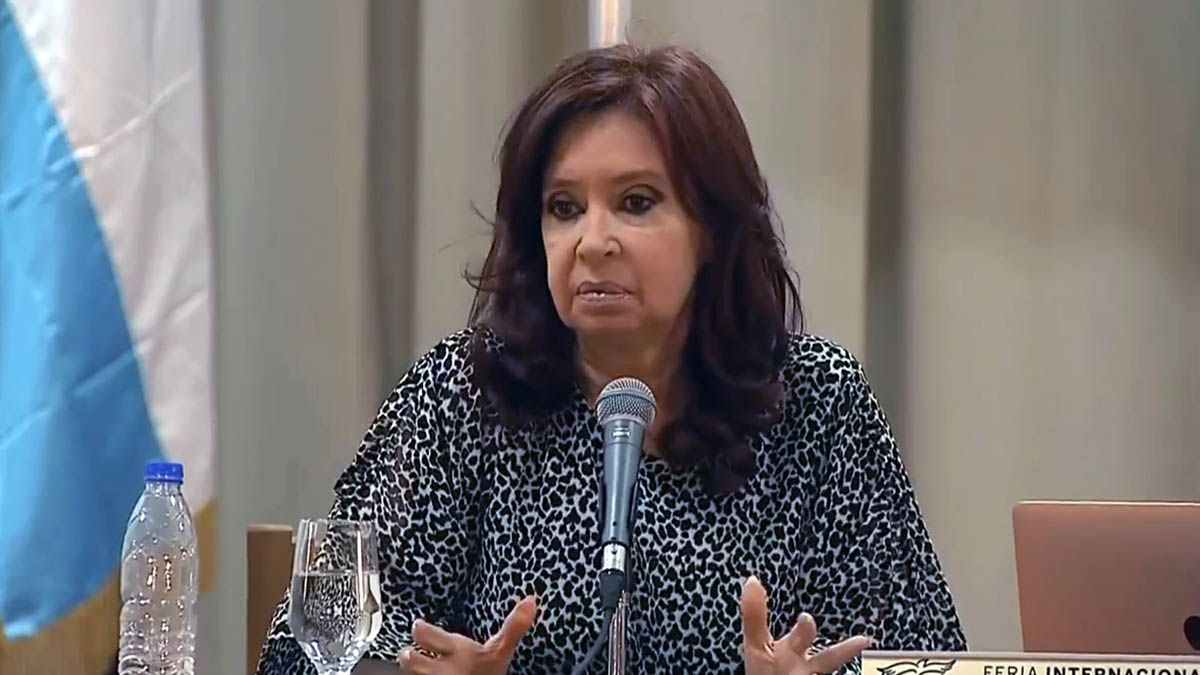 La vicepresidentaCristina Kirchnerse presentó este sábado en laFeria del Libroque se realiza enLa Habana