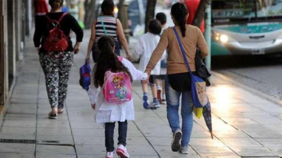 Anses: cuándo pagan en forma masiva la ayuda escolar y quiénes la cobran