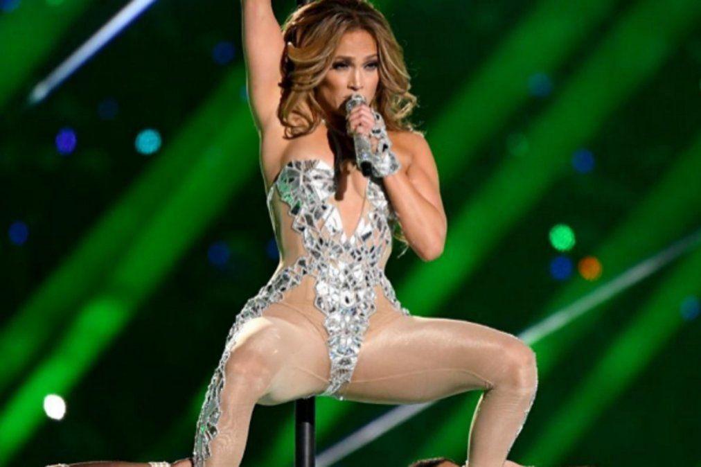 Demanda megamillonaria a la NFL por el show pornográfico de JLo y Shakira en el Super Bowl