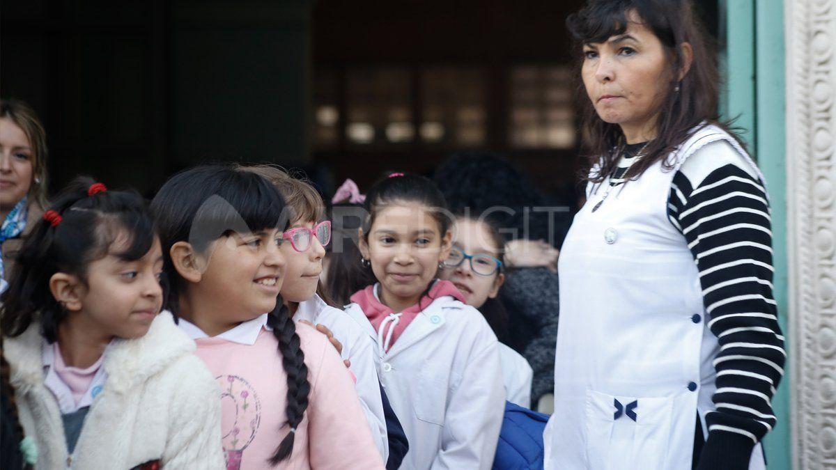 El Gobierno desmintió que no exija certificado de alumno regular para el pagar la ayuda escolar