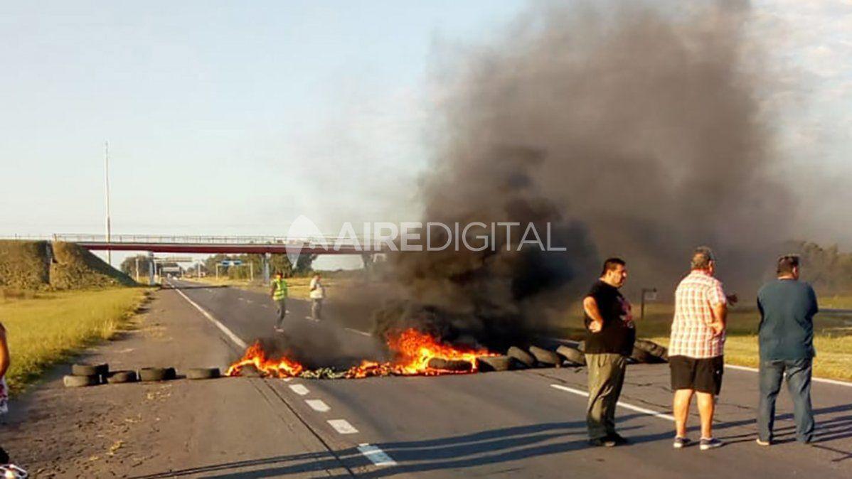 La autopista Santa Fe - Rosario estará cortada hasta las 11 de la mañana aproximadamente.