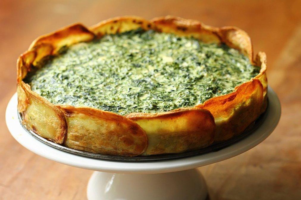 Tarta de espinaca con masa vegetariana de papa: receta de una delicia