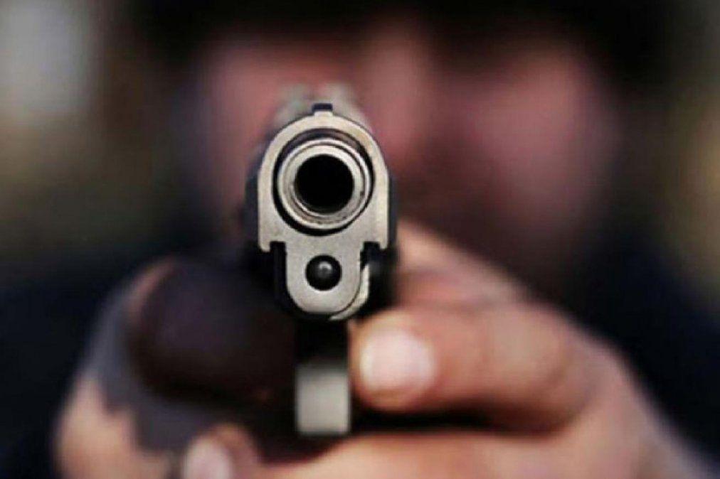 Los malvivientes amenazaron al comerciante con un arma.