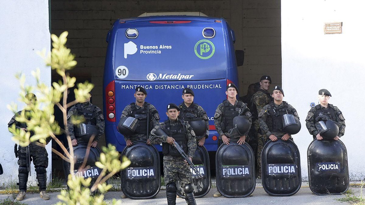 Los ocho rugbiers detenidos por el crimen deFernando Báez SosaenVilla Gesellllegaron este jueves a la mañana alJuzgado de Garantías.