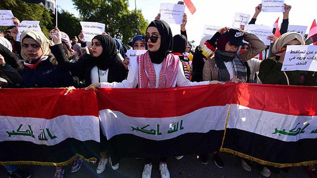 En Irak las mujeres marcharon contra un clérigo que postuló la segregación de las protestas por género