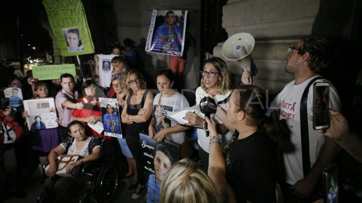 En medio de la escalada de violencia, Santa Fe se manifestó en la Plaza 25 de Mayo