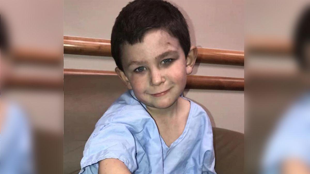 Noah tiene cinco años, salvó a su hermana por la ventana de la casa que estaba en llamas  y regresó a salvar al perro