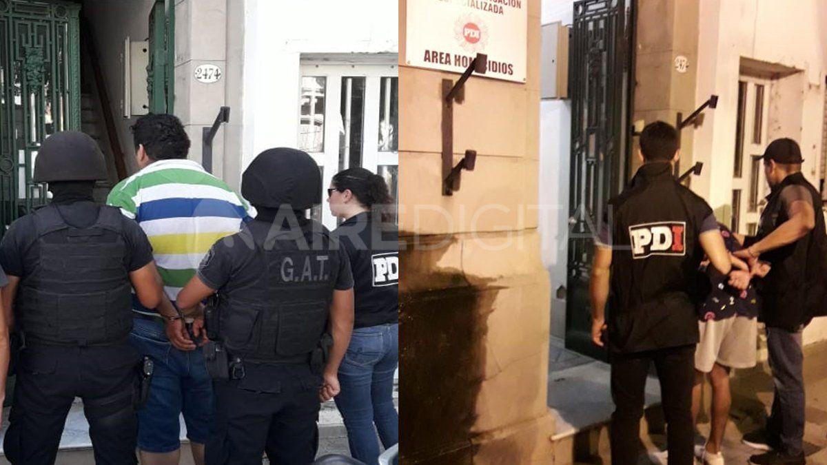 Los dos detenidos cuando fueron trasladados a la sede de Homicidios.