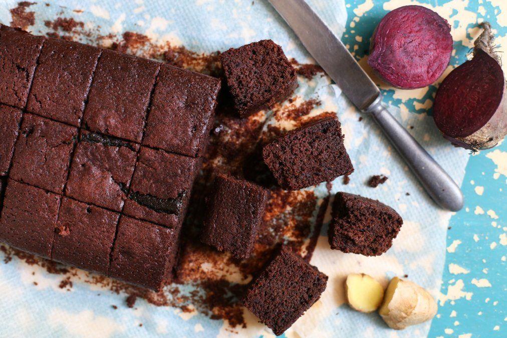Brownies veganos de chocolate con remolacha, ¡sin azúcar ni harina!