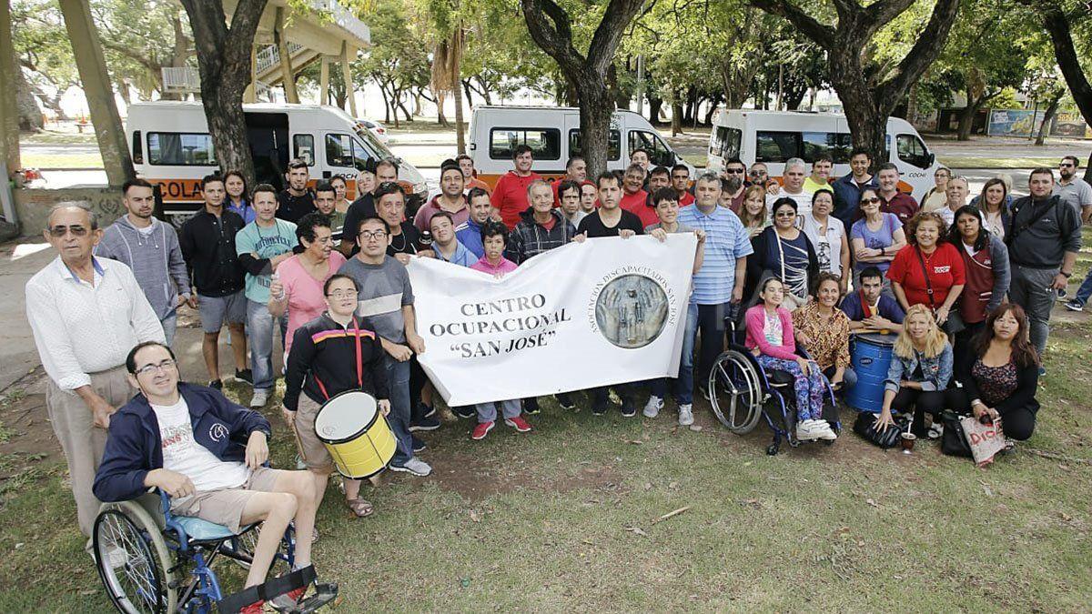 Transportistas de personas con discapacidad y damnificados reclamaron este martes