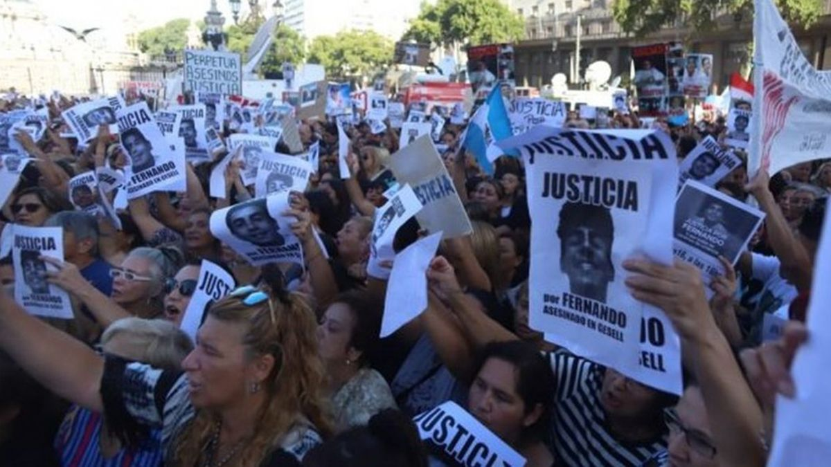 Recolectan más de 320.000 firmas para que no quede impune la muerte de Fernando