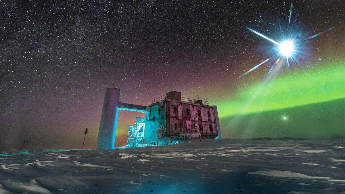 El IceCube es un gigantesco observatorio ubicado en el Polo Sur que tiene la misión de detectar neutrinos que lleguen a la Tierra y sacarles la mayor cantidad de información posible.
