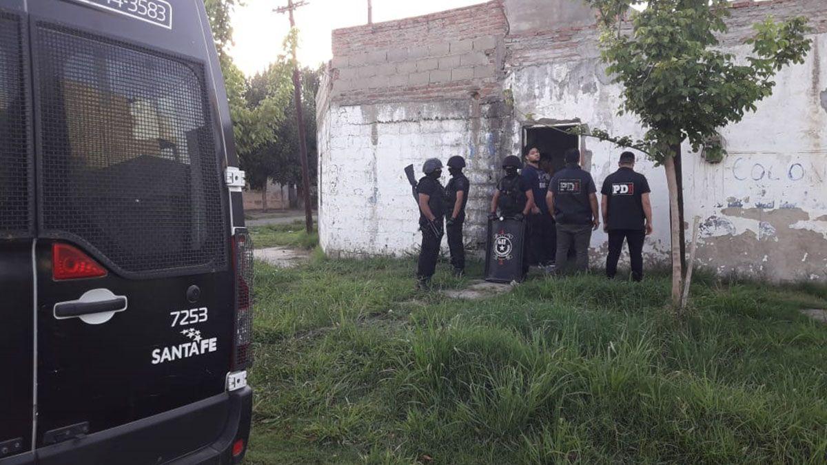 Allanaron dos casas, detuvieron a dos hombres, uno de ellos por el robo a panaderías