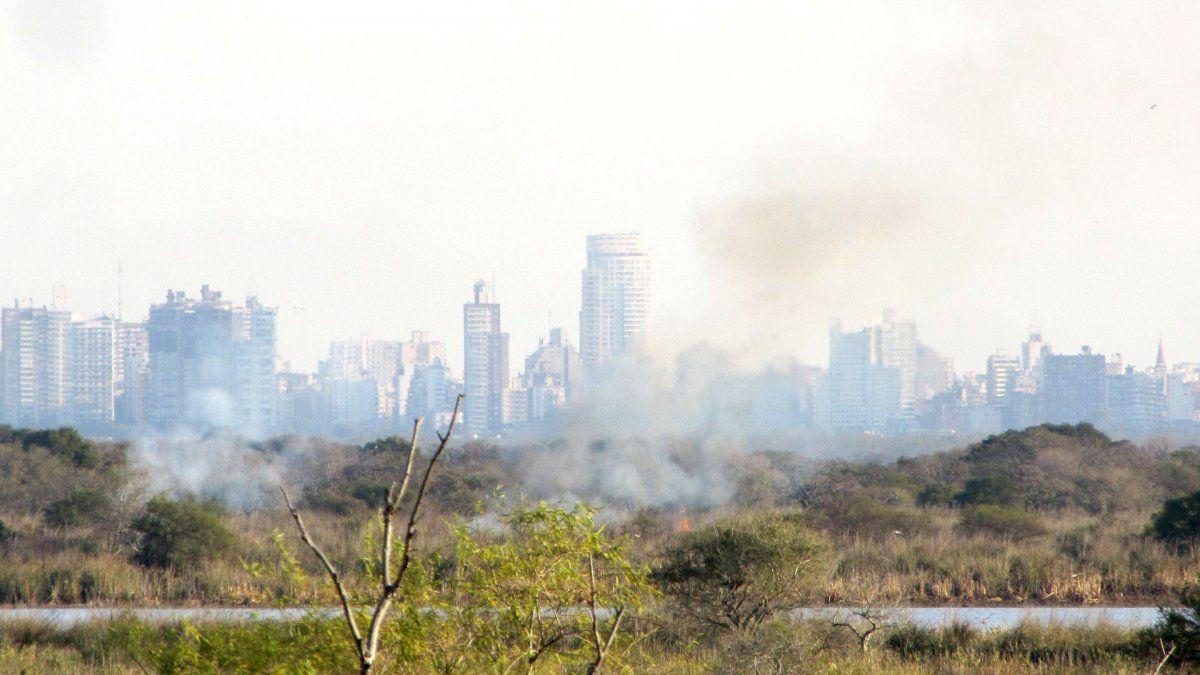 Los incendios en las islas que están frente a Rosario vienen generando mucha preocupación.