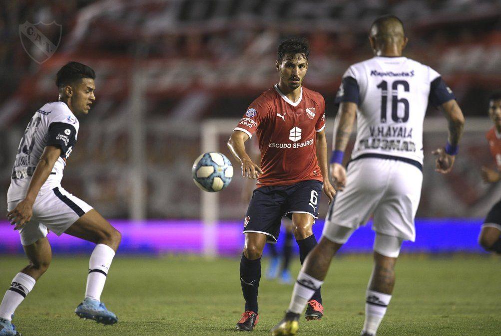 Sobre la hora, Gimnasia y Esgrima derrotó 1-0 a un Independiente desorientado
