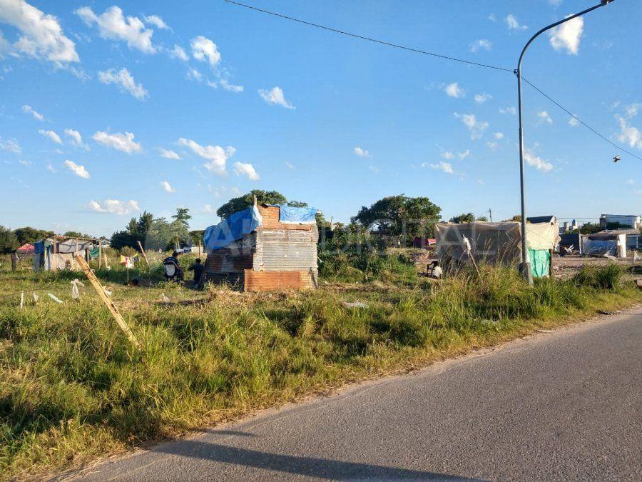 Las usurpaciones comenzaron entre el 6 y 7 de febrero. Algunos ocupantes comienzan a consolidar la toma de los terrenos.