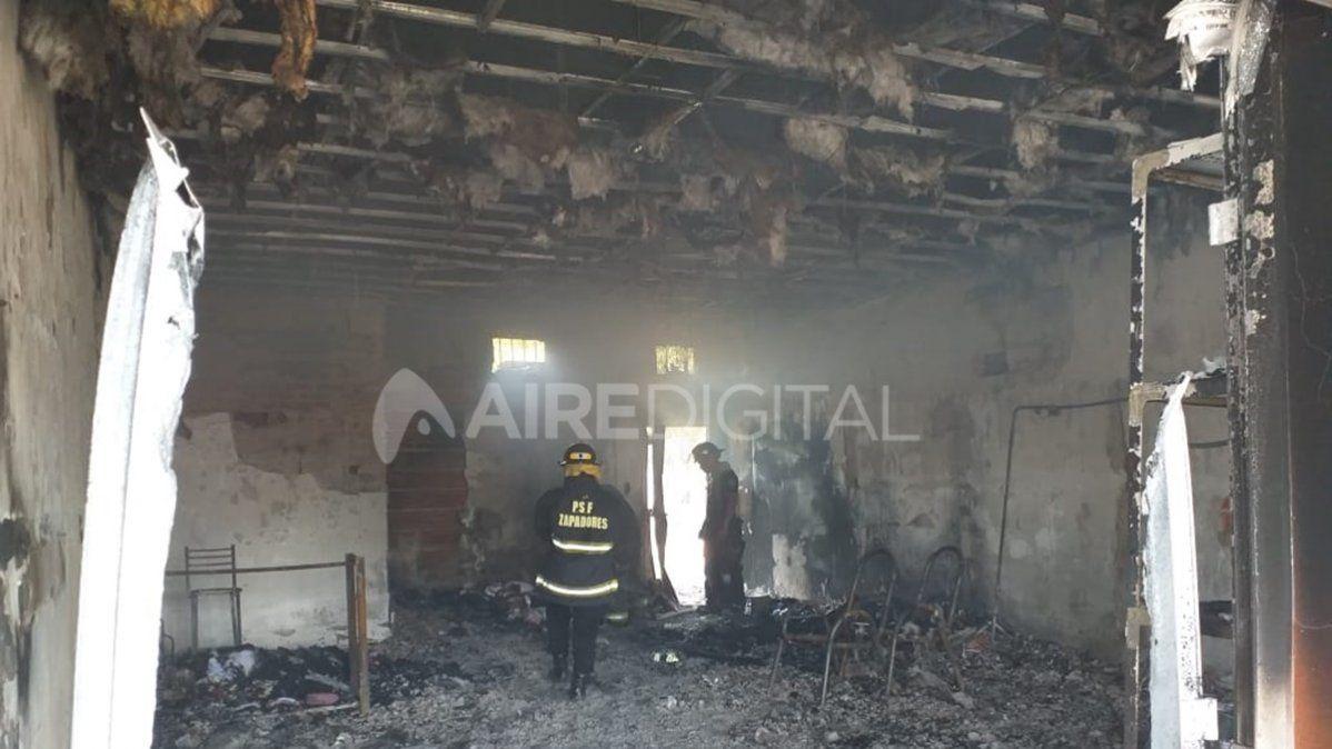 Un incendio consumió por completo un local de indumentaria ubicado en Ruta 1