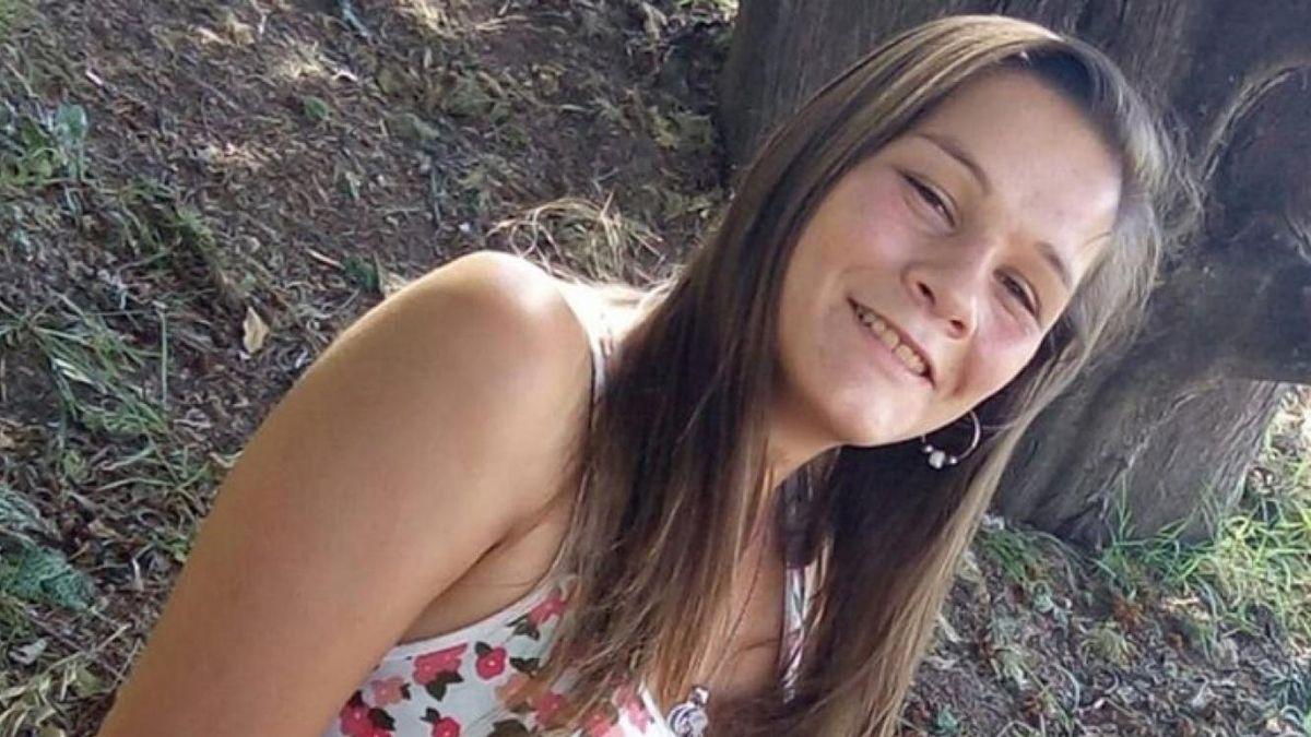 Hallaron una remera y medias con sangre mientras buscaban a la joven que desapareció al salir de la Casa de la Mujer de Paraná.