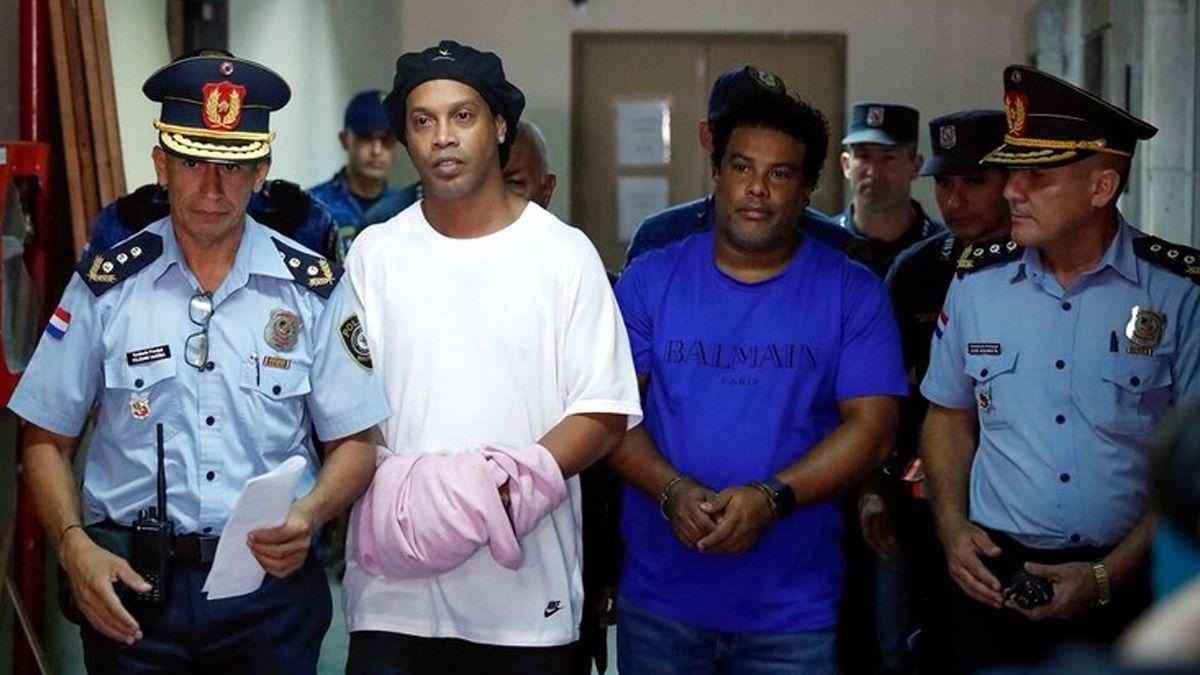 Entre picados con asesinos y 40 grados, se cumple un mes de la detención de Ronaldinho en Paraguay