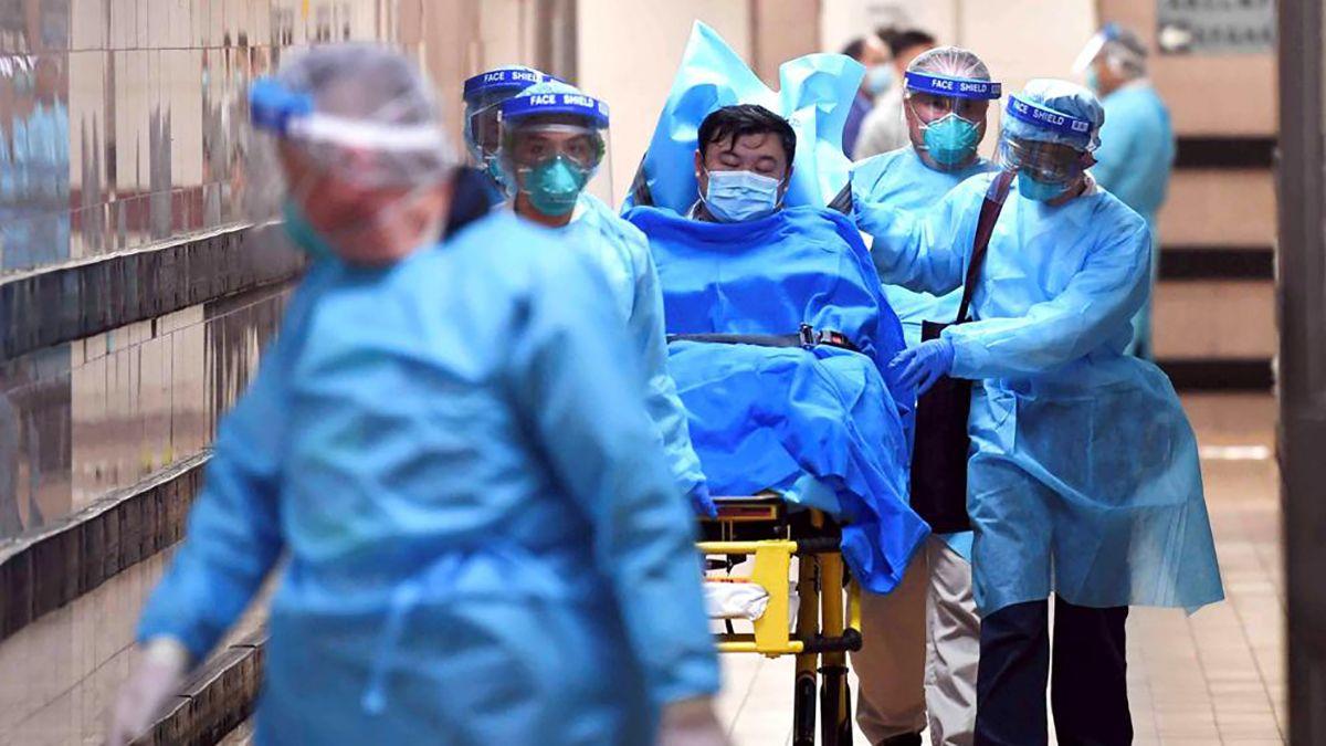 Los hospitales del mundo colapsan ante la cantidad de pacientes que llegan con coronavirus. Los médicos piden que se respete la cuarentena para combatir la propagación del virus.