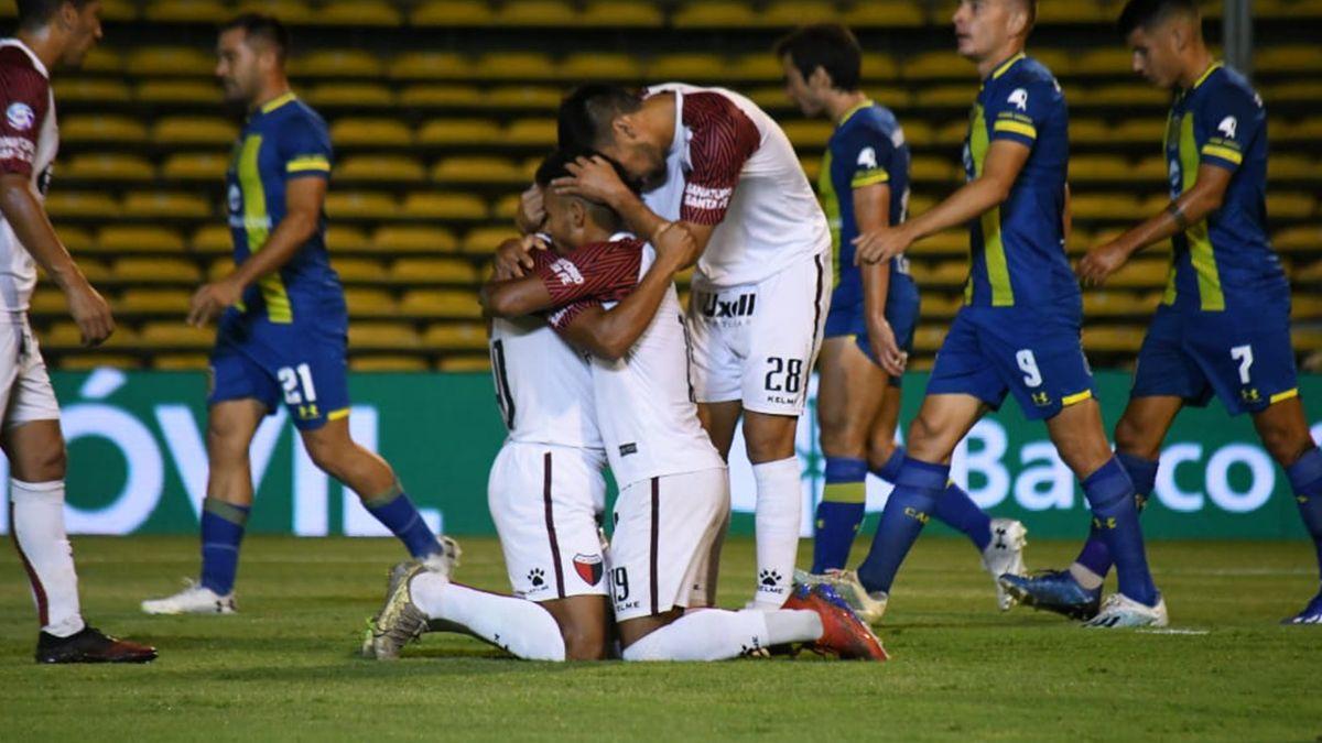 Colón le ganó a Rosario Central, se sacudió el polvo y está en guardia para pelear por la permanencia