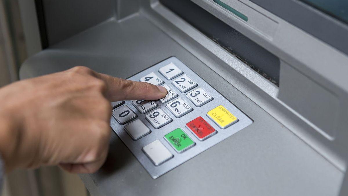 Los bancos suspenden el cobro de cargos y comisiones para operar por cajeros automáticos