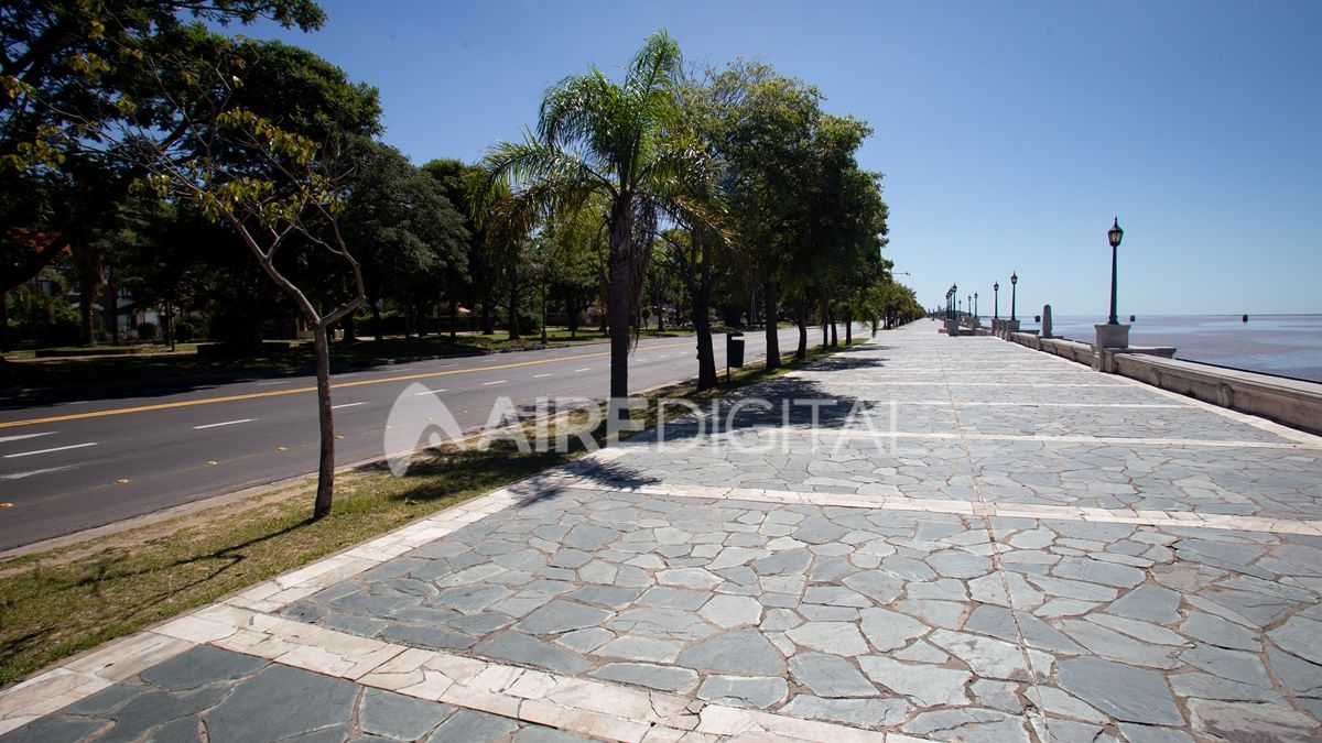 Desde la Municipalidad de la ciudad prometen completar la limpieza de la costanera en tres días.