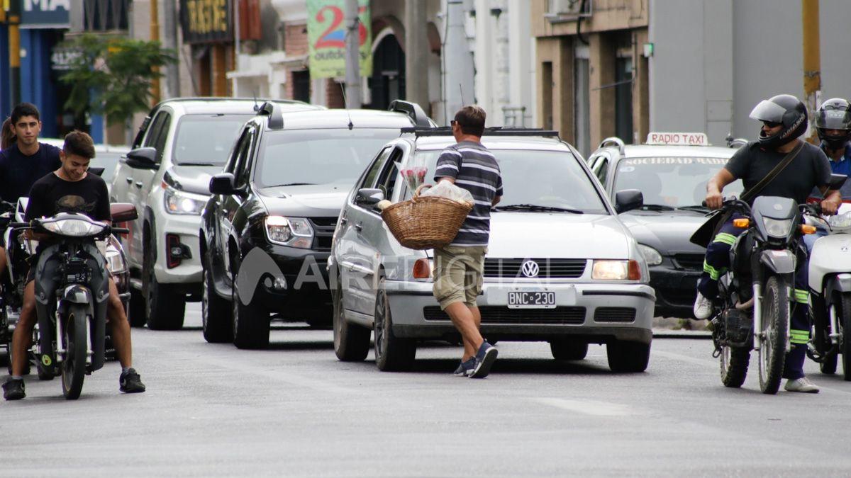 Los trabajadores informales constituyen uno de los sectores más perjudicados por la paralización de la actividad económica en medio de la pandemia por coronavirus.