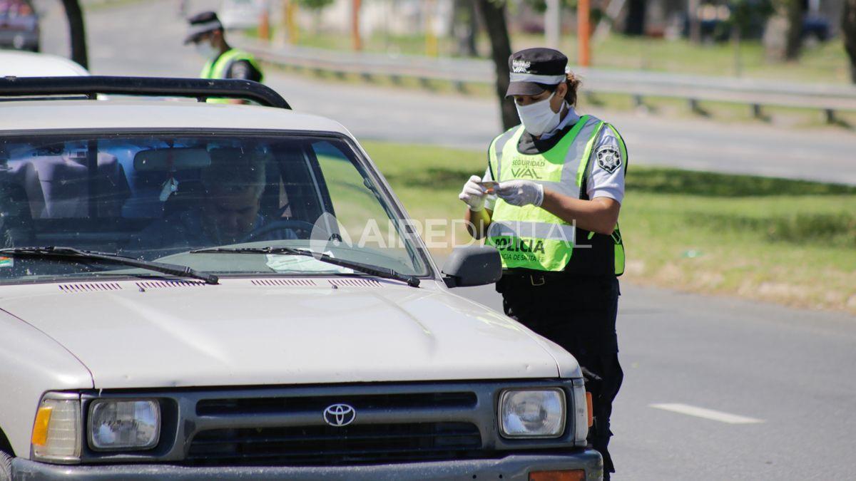 Rosario: detuvieron a un joven por violar la cuarentena y quedó acusado por un homicidio
