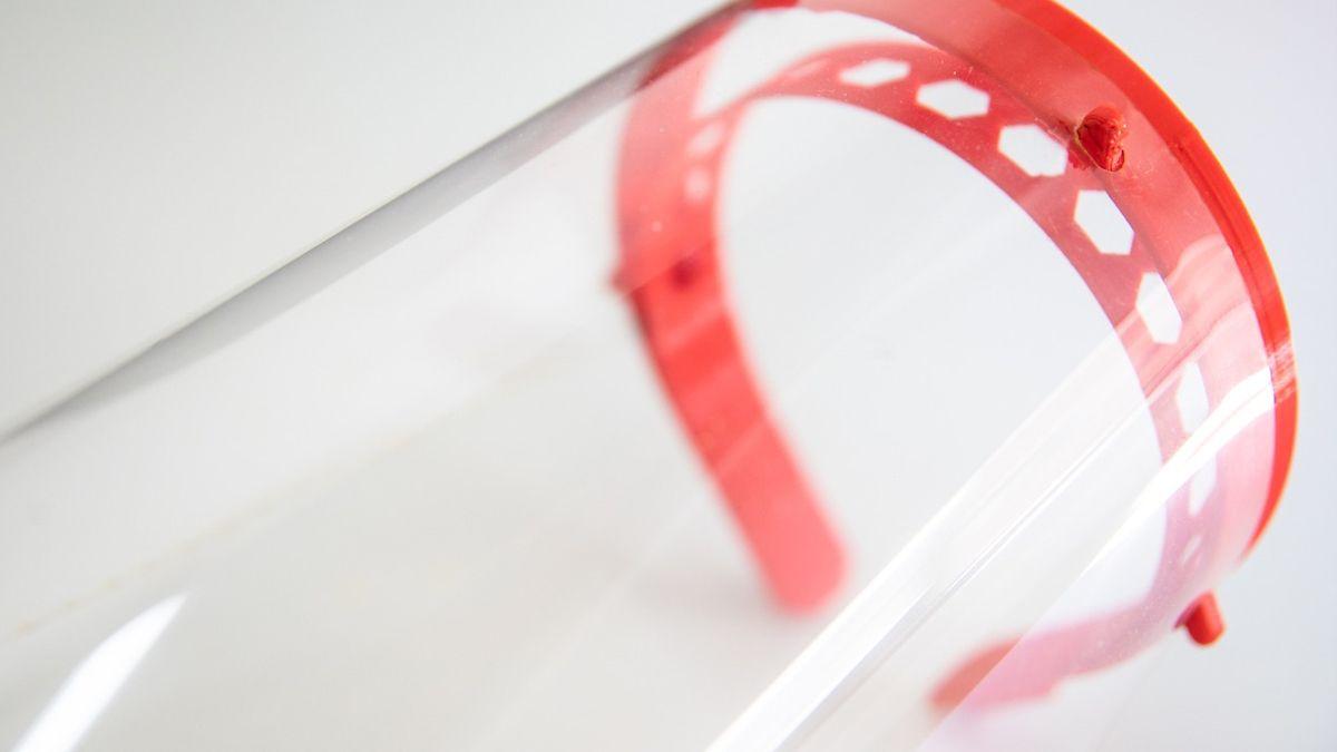 Coronavirus: la UNL fabrica 10 mil protectores faciales para trabajadores de la salud