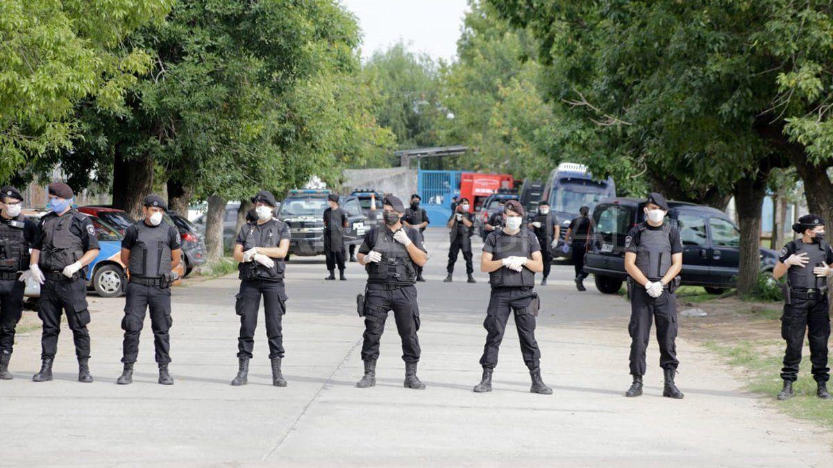 Así custodió personal policial las inmediaciones del penal.