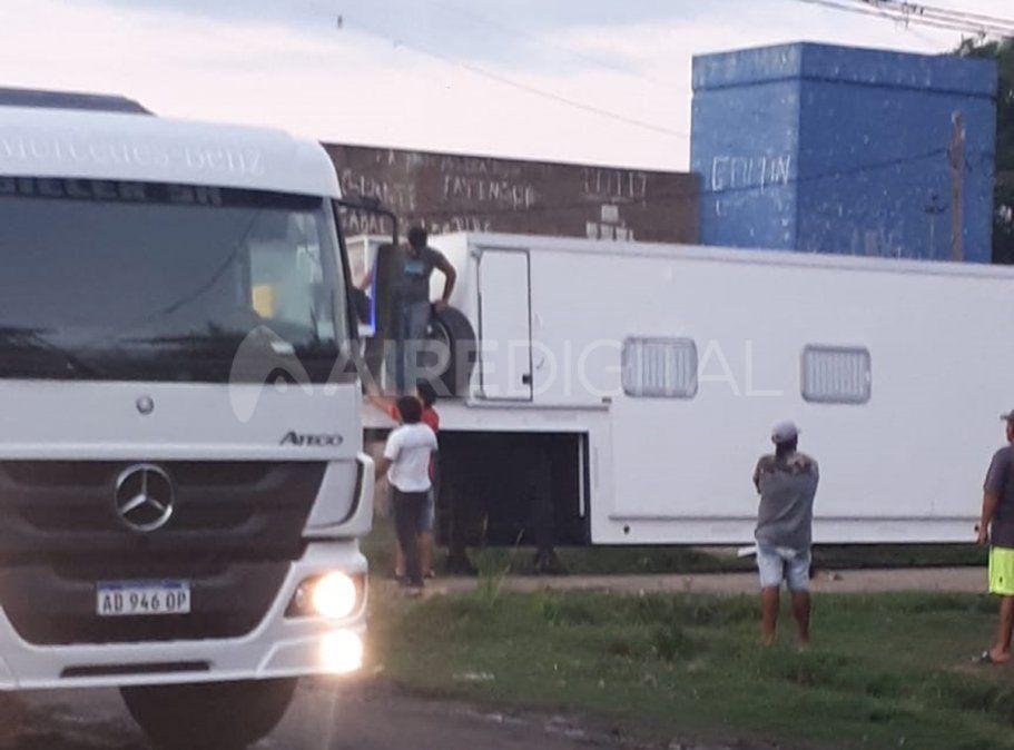 Operativo especial de aislamiento: instalan un camión sanitario en la entrada del barrio Las Lomas y Santo Domingo