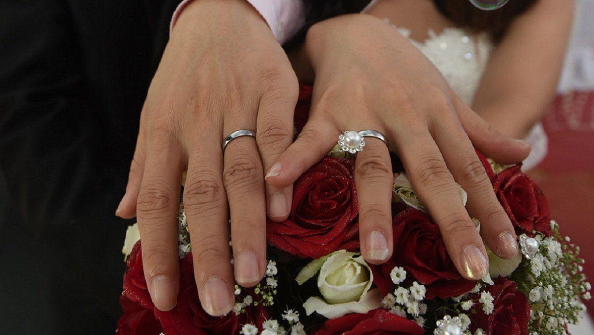 Video: en plena cuarentena, se casaron por internet y juntaron 3 millones de invitados