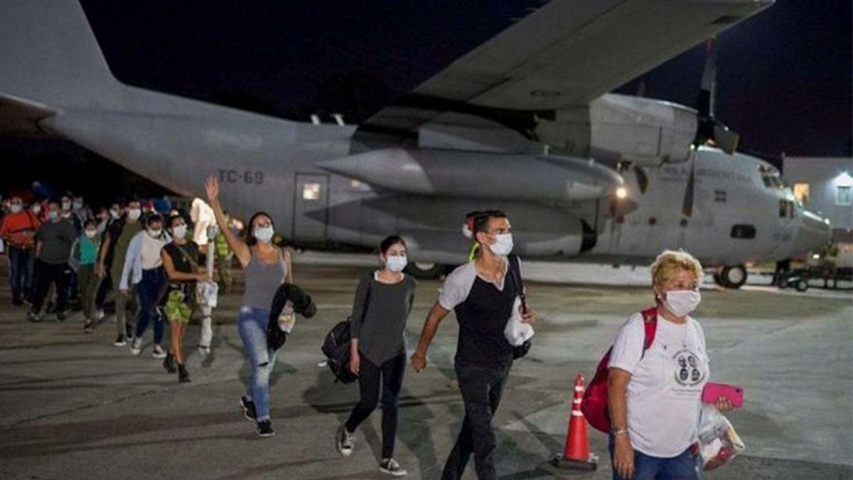 Dos Hércules de la Fuerza Aérea trajeron 140 argentinos repatriados de Cusco, Perú