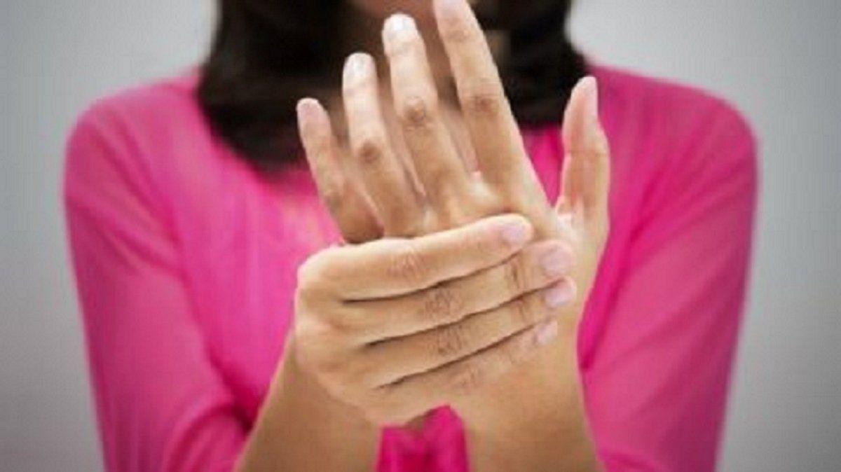 Por qué se hinchan los pies y las manos y cómo resolverlo