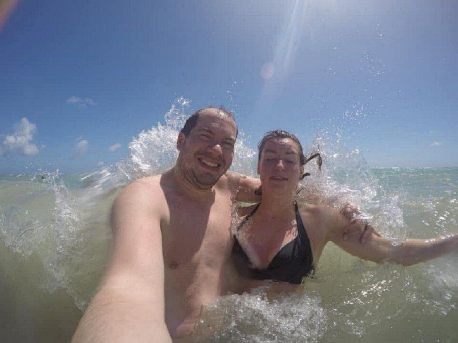 Fotos: se fueron de vacaciones, perdieron la cámara en el mar y  a casi dos años les pasó algo insólito